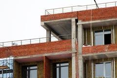 Εργοτάξιο οικοδομής σπιτιών τούβλου Σπίτι τούβλου οικοδόμησης κτηρίου Ατελής εγχώρια κατασκευή Στοκ εικόνα με δικαίωμα ελεύθερης χρήσης
