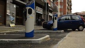 Εργοτάξιο οικοδομής στην τελική φάση γρήγορων στηλών χρέωσης για τα ηλεκτρικά αυτοκίνητα απόθεμα βίντεο