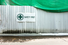 Εργοτάξιο οικοδομής, ασφάλεια πρώτα Στοκ Φωτογραφία