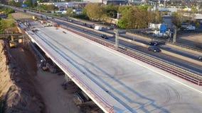 Εργοτάξιο οικοδομής γεφυρών εθνικών οδών - εναέρια άποψη απόθεμα βίντεο