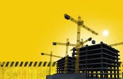 Εργοτάξιο οικοδομής με τους γερανούς Στοκ Εικόνες