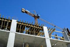 Εργοτάξιο οικοδομής με το γερανό Στοκ Φωτογραφίες