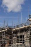 Εργοτάξιο οικοδομής με το διάστημα αντιγράφων υλικών σκαλωσιάς Στοκ Φωτογραφία