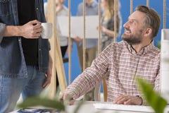 Εργοδότης που ακούει τον εργαζόμενό του Στοκ Φωτογραφία