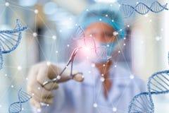 Ερευνητής που εργάζεται με το DNA στοκ εικόνες