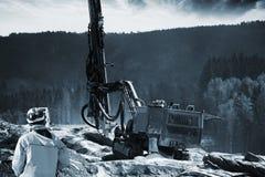 Ερευνώντας κατασκευή βουνών και δυναμίτη Στοκ φωτογραφίες με δικαίωμα ελεύθερης χρήσης