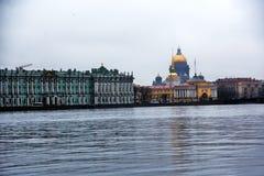 Ερημητήριο και καθεδρικός ναός Αγίου Isaacs στην Άγιος-Πετρούπολη, Ρωσία στοκ φωτογραφία