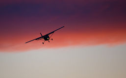 ερχόμενη προσγείωση αεροπλάνων Στοκ εικόνες με δικαίωμα ελεύθερης χρήσης