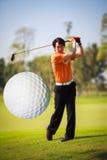 ερχόμενο γκολφ σφαιρών ακριβώς από το γράμμα Τ Στοκ Εικόνες
