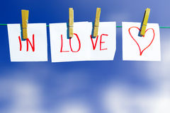 Ερωτευμένο μήνυμα - στη γραμμή ενδυμάτων Στοκ Εικόνες