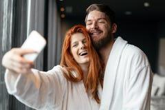 Ερωτευμένο Σαββατοκύριακο wellness απόλαυσης ζεύγους Στοκ Εικόνα