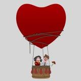 Ερωτευμένο ταξίδι ζεύγους στην αεροστατική αγάπη καρδιών μπαλονιών Βαλεντίνος Αγίου Στοκ Εικόνα