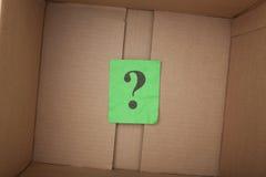 Ερωτηματικό μέσα ενός κουτιού από χαρτόνι Στοκ Φωτογραφίες