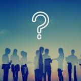Ερωτηματικό που ρωτά σκεπτόμενη τη σύγχυση έννοια βοήθειας FAQ στοκ εικόνα