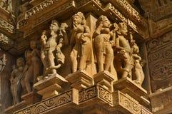 Ερωτικά ανθρώπινα γλυπτά στο ναό Vishvanatha, δυτικοί ναοί ο Στοκ Εικόνες