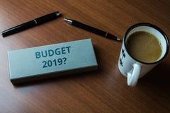 Ερώτηση προϋπολογισμών 2019 κειμένων γραψίματος λέξης Επιχειρησιακή έννοια για την εκτίμηση του εισοδήματος και δαπάνες για τον α στοκ φωτογραφία με δικαίωμα ελεύθερης χρήσης