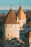 Εσθονία Ταλίν Μέρος του τοίχου πόλεων του Ταλίν Πύργος Nunnatorn, πύργος Saunatorn, χρυσός πύργος Kuldjala καλογριών ` s σαουνών  Στοκ Φωτογραφίες