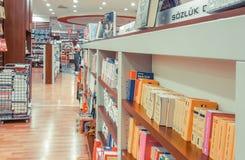 Εσκί Σεχίρ, Τουρκία - 11 Αυγούστου 2017: Μυθιστορήματα στην επίδειξη σε D&R BO στοκ φωτογραφία
