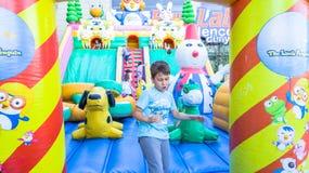 Εσκί Σεχίρ, Τουρκία - 25 Ιουνίου 2017: Παιδιά που παίζουν στη ζωηρόχρωμη παιδική χαρά σε Εσκί Σεχίρ, Τουρκία Στοκ Φωτογραφία