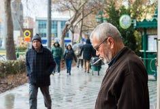 Εσκί Σεχίρ, Τουρκία - 13 Μαρτίου 2017: Άνθρωποι που περπατούν στην οδό στοκ φωτογραφίες