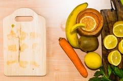 Εσπεριδοειδή και φρούτα με τη τοπ άποψη Στοκ Εικόνα