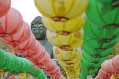 Εστίαση στο κεφάλι του Βούδα με τα φανάρια χρώματος στο ναό Gakwonsa Στοκ Εικόνα
