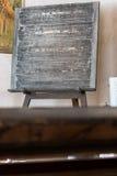 Εστίαση στο μαύρο πίνακα κιμωλίας στην παλαιά τάξη Στοκ Εικόνα