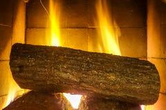 Εστία και πυρκαγιά εστιών, καυσόξυλο Στοκ Φωτογραφία