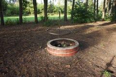 Εστία φιαγμένη από σκυρόδεμα στο δάσος Στοκ εικόνες με δικαίωμα ελεύθερης χρήσης