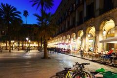 Εστιατόρια οδών σε Placa Reial το βράδυ Βαρκελώνη Στοκ εικόνα με δικαίωμα ελεύθερης χρήσης