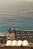 Εστιατόριο καφέδων Beachside στη γαλλική παραλία Riveria Γαλλία συμπαθητική στοκ εικόνες