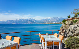 Εστιατόριο κοντά στη θάλασσα σε Antalya, Τουρκία Στοκ Εικόνα