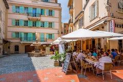 Εστιατόριο στο μικρό τετράγωνο σε Μονακό-Ville, Μονακό Στοκ Εικόνα