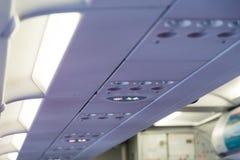 Εσωτερικά απαγόρευση του καπνίσματος αεροπλάνων και σύστημα σηματοδότησης ζωνών ασφαλείας πορπών Στοκ Εικόνες