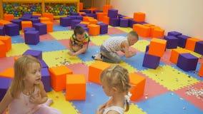 Εσωτερικά παιχνίδια παιδιών ` s απόθεμα βίντεο