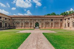 Εσωτερικές προαύλιο και είσοδος του παλατιού Te, σε Mantua, Ιταλία στοκ φωτογραφία με δικαίωμα ελεύθερης χρήσης