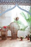 Εσωτερική άποψη ενός αραβικού δωματίου με τα παραδοσιακά έπιπλα, τάπητας, Μαρακές, Μαρόκο, Βόρεια Αφρική Στοκ εικόνες με δικαίωμα ελεύθερης χρήσης