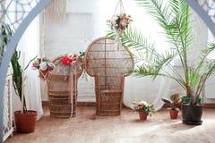 Εσωτερική άποψη ενός αραβικού δωματίου με τα παραδοσιακά έπιπλα, τάπητας, Μαρακές, Μαρόκο, Βόρεια Αφρική Στοκ Φωτογραφία