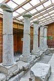 Εσωτερική άποψη και στήλες στη archeological περιοχή Starosel, Βουλγαρία Στοκ εικόνα με δικαίωμα ελεύθερης χρήσης