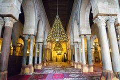 Εσωτερική άποψη του βωμού του μεγάλου μουσουλμανικού τεμένους σε Kairouan, Τυνησία στοκ εικόνες