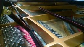 Εσωτερική άποψη του πιάνου που παίζει κλασσική ή της μελωδίας τζαζ, μουσικός αυτοσχεδιασμός φιλμ μικρού μήκους