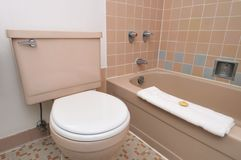 εσωτερική απλή τουαλέτα Στοκ εικόνα με δικαίωμα ελεύθερης χρήσης