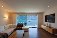Εσωτερική αρχιτεκτονική, σύγχρονο καθιστικό Στοκ φωτογραφίες με δικαίωμα ελεύθερης χρήσης