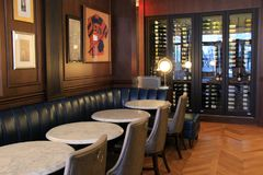 Εσωτερική αρχιτεκτονική του άνετου φραγμού μπαρ-ύφους μέσα στο ιστορικό ξενοδοχείο Adelphi, Saratoga Springs, Νέα Υόρκη, 2018 στοκ φωτογραφίες με δικαίωμα ελεύθερης χρήσης