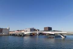 Εσωτερική γέφυρα λιμενικών πεζών και ποδηλατών στην Κοπεγχάγη, Δανία Στοκ φωτογραφία με δικαίωμα ελεύθερης χρήσης
