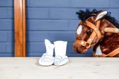 Εσωτερική εικόνα με τα ενδύματα μωρών Στοκ Φωτογραφία