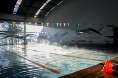 Εσωτερική δημόσια πισίνα Στοκ φωτογραφίες με δικαίωμα ελεύθερης χρήσης