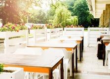 Εσωτερική θερινή άνοιξη επιτραπέζιων καρεκλών στοκ φωτογραφίες με δικαίωμα ελεύθερης χρήσης