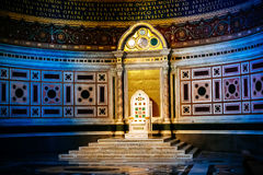 Εσωτερική και παπική καθέδρα σε Archbasilica του ST John Lateran στη Ρώμη Στοκ Εικόνες