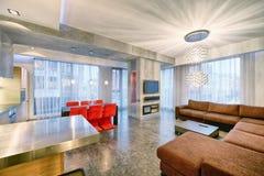 εσωτερική κουζίνα σχεδίου - καθιστικό στο νέο διαμέρισμα πολυτέλειας Στοκ εικόνες με δικαίωμα ελεύθερης χρήσης
